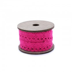 Vintage spool lace x3 metres hot pink